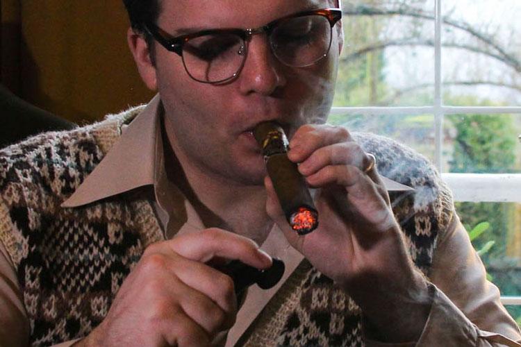 how-to-smoke-&-light-a-cigar